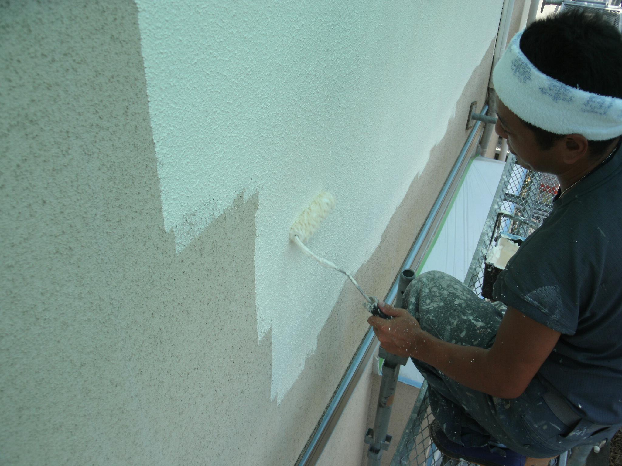 外壁塗装ご検討中の方が知っておきたい塗料の種類と塗装工法について