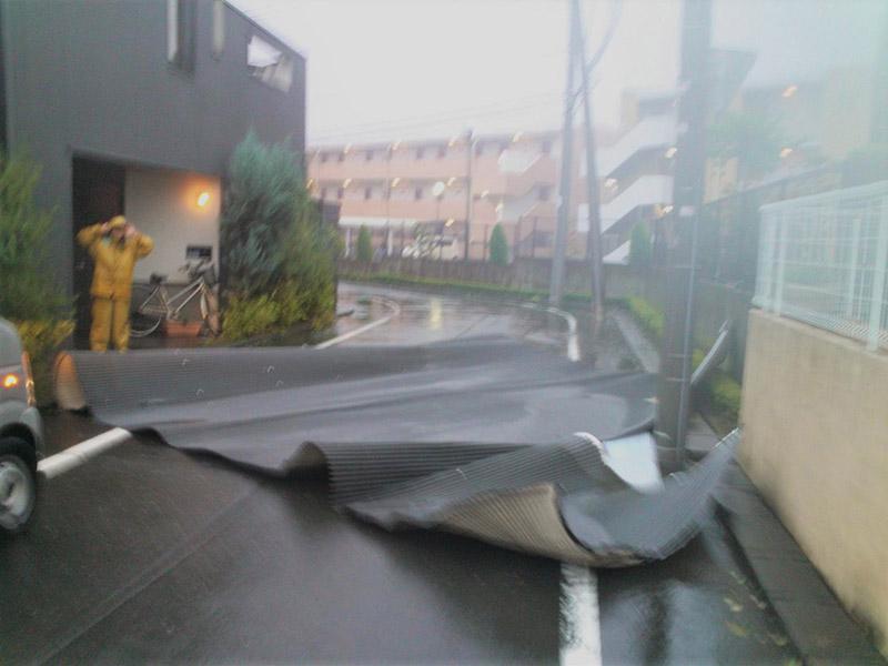 【トラブルに備える】台風の屋根修理で備えましょう。
